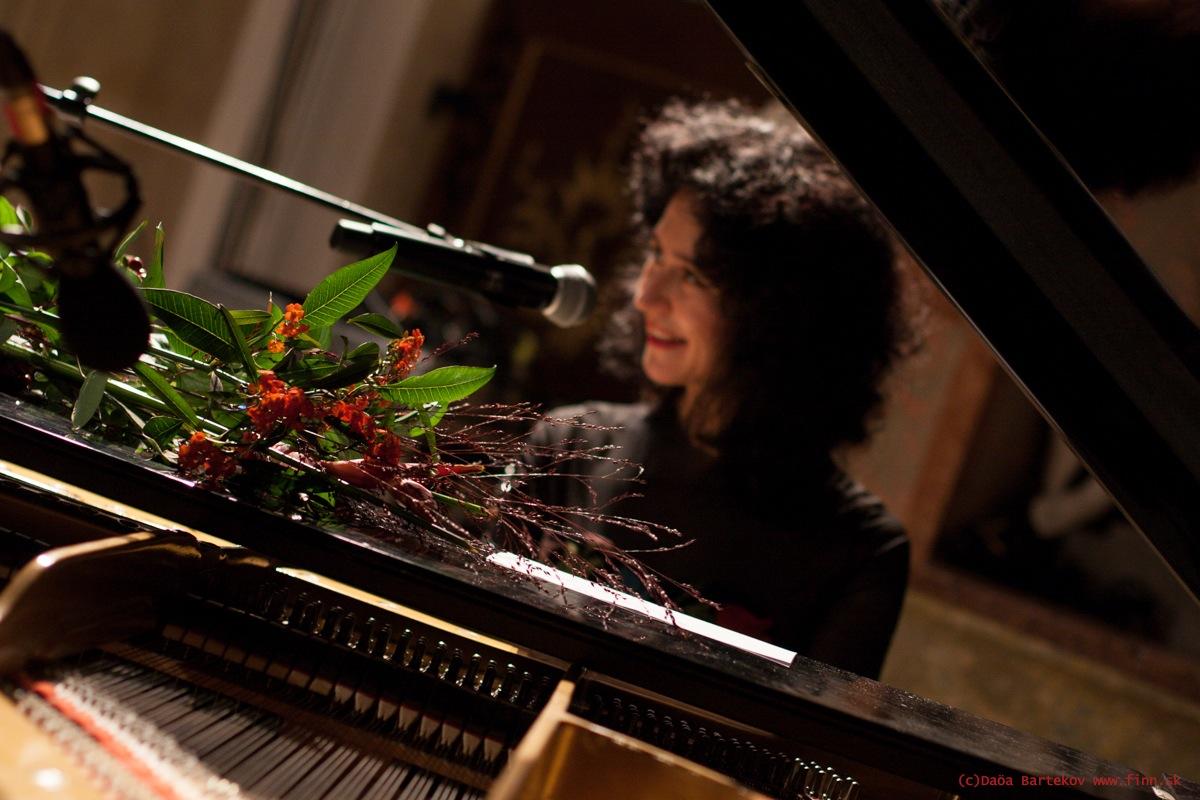 piano-flowers-jpg
