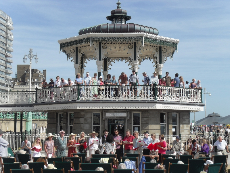 rus_bandstand